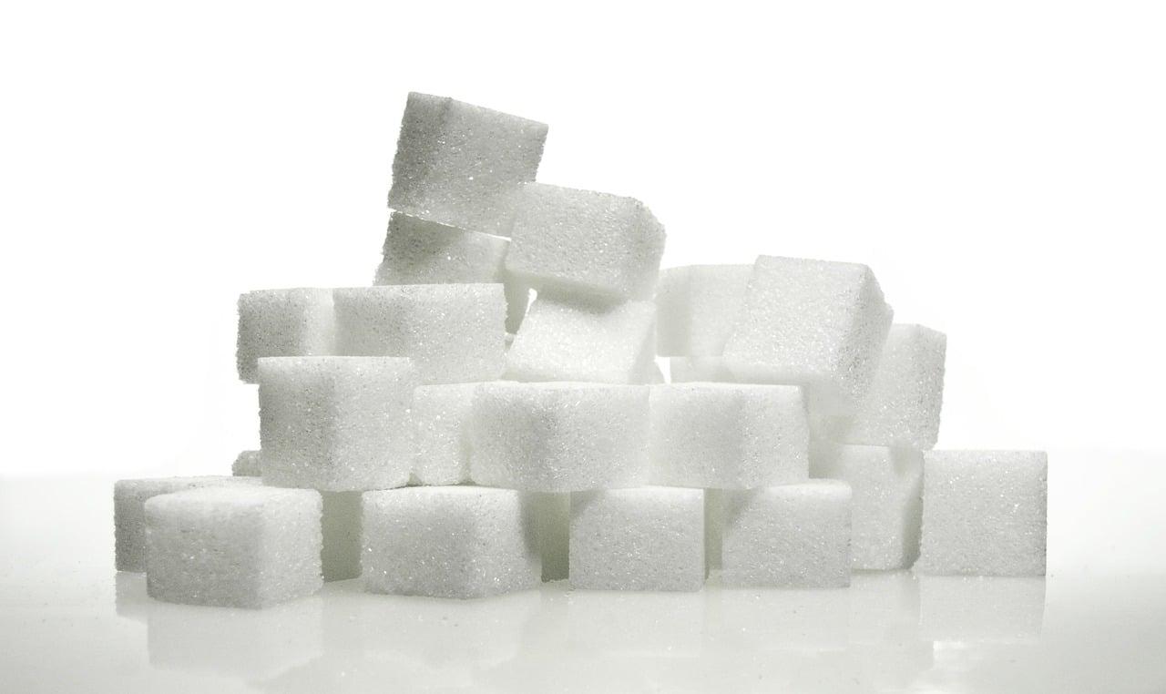 Når du spiser sukker, er der noget du får, og noget du ikke får