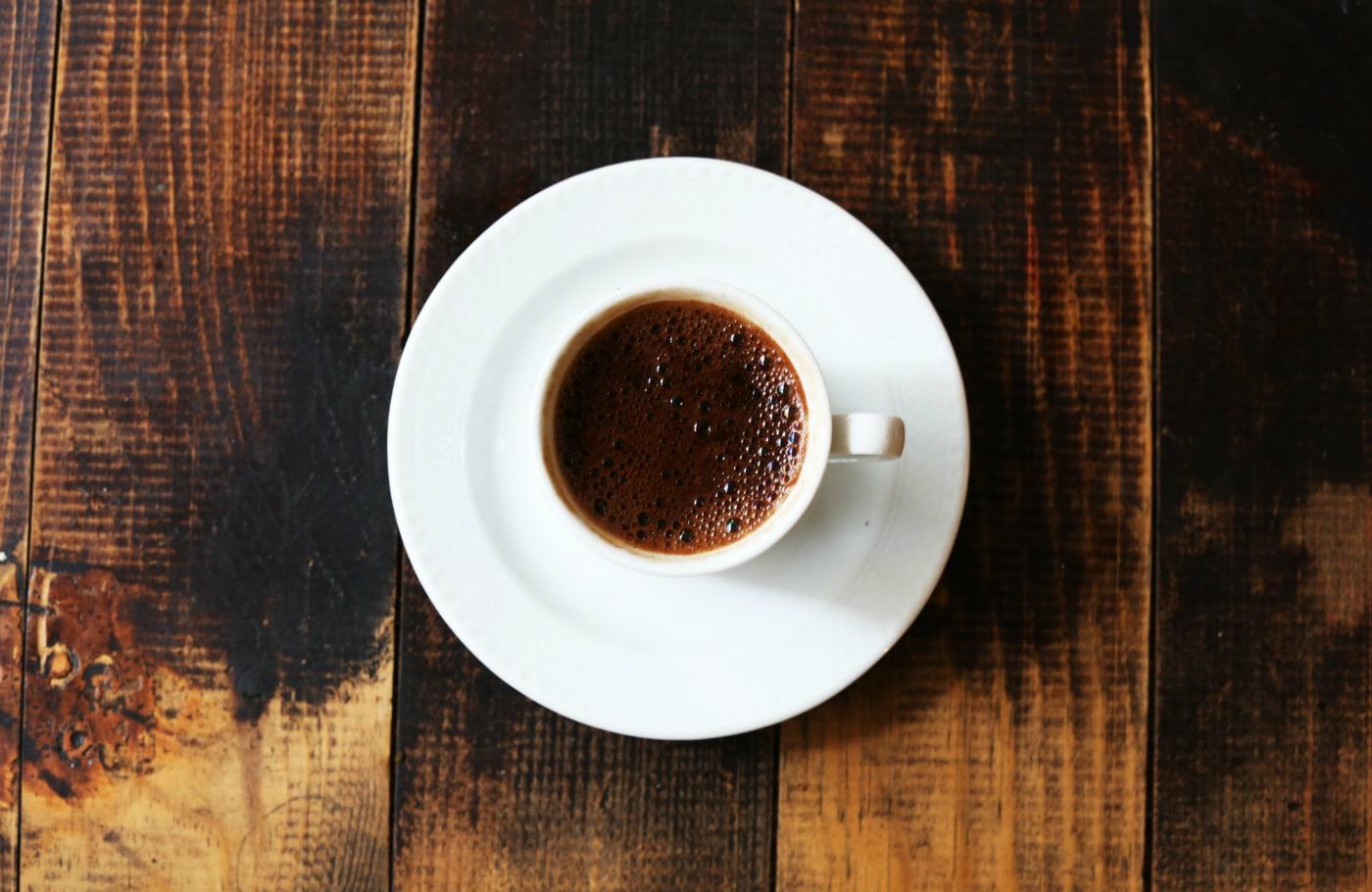Den morgen jeg (nær) fik kaffen galt i halsen…